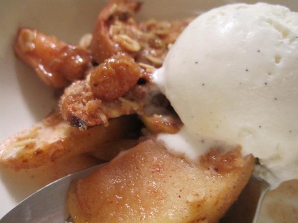 Apple crisp -- yum | From laurasrules.org | Pinterest