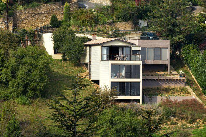 Maison sur terrain en pente architecture design for Implantation maison sur terrain en pente