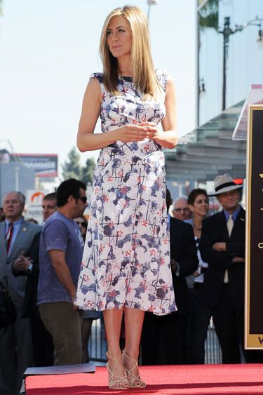 I love this summer dress on Jennifer Aniston