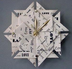 A t-bag folded clock.  How very, very clever.  So many crafts, so little time!