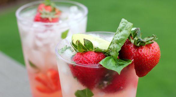 Strawberry Basil Mojito Non-Alcoholic ~ To Make Alcoholic: Add 2 oz ...