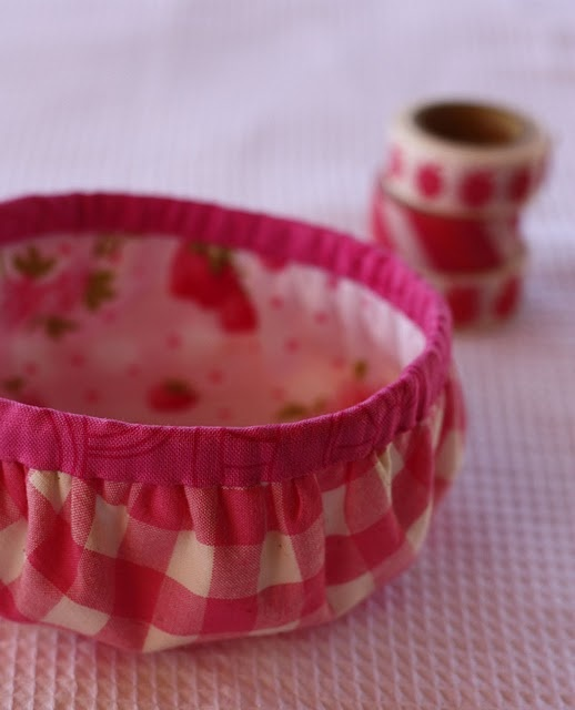 cute gathered round fabric basket sewing tutorial #sewing #tutorial