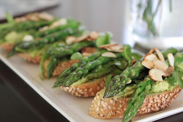Avacado, asparagus tartines | Veg. | Pinterest