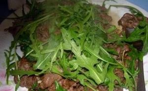 Sliced steak with arugula, a typical italian meat from Rome