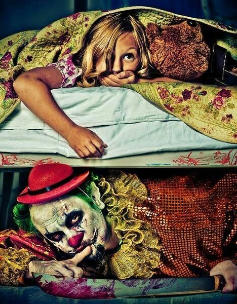 Clown Under Bed Don T Look Under The Bed Creepy Clown Creepy Clowns