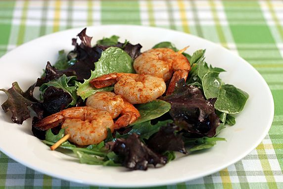 LOOKS YUM!!! Spicy Grilled Shrimp Skewers {served hot, cold, or room ...