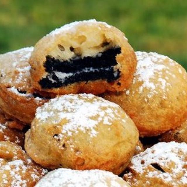 Deep fried Oreos! 5 things you'll need. Oreos Pancake mix Water Powder ...