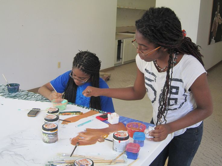 Narelle Thomas and her intern at work on day 2.