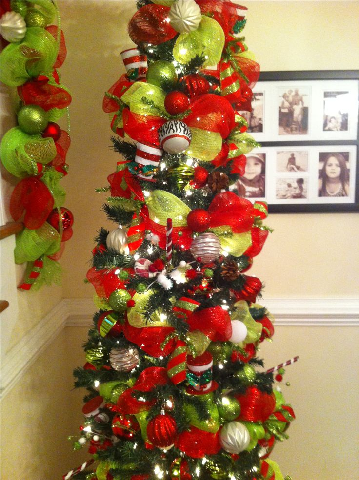 Deco mesh garland on a tree merry bright pinterest Garland tree decoration