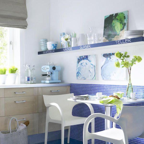 linda esta cozinha de pastilhas azuis