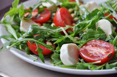 arugula, mozzarella, tomato | Food | Pinterest
