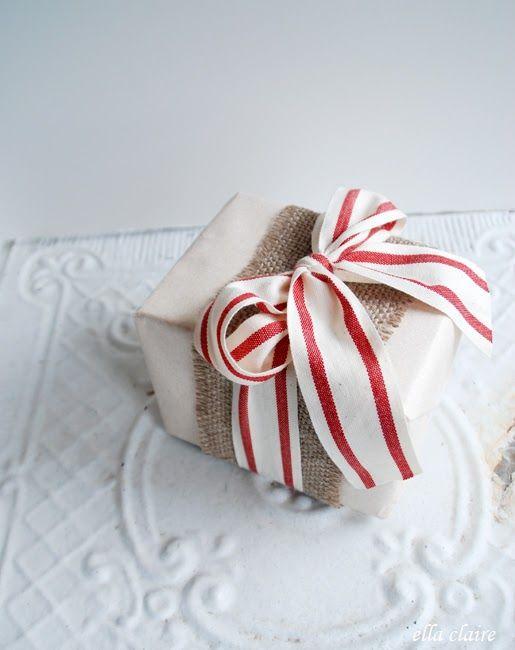 Adorable Christmas gift wrapping idea