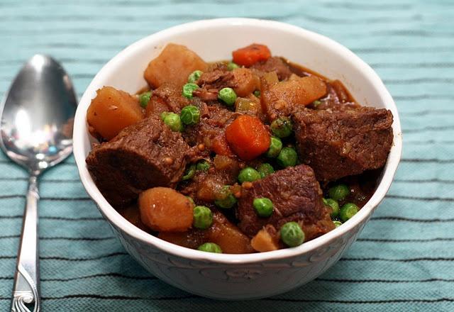 Winter vegetable beef stew - slowcooker recipe. Via Coconut & Lime.