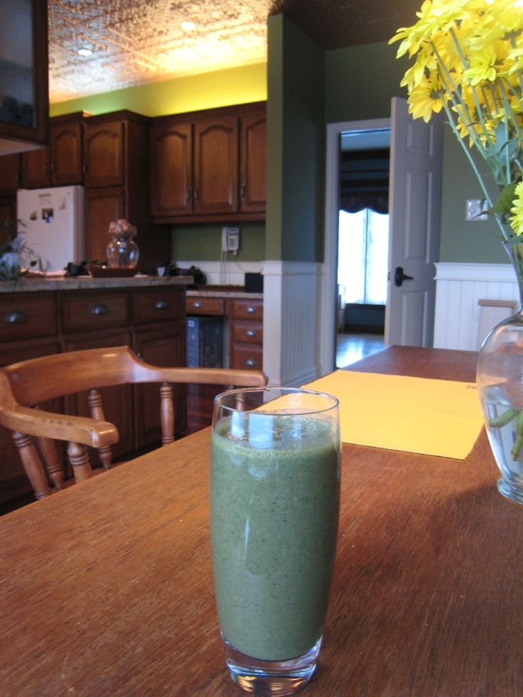 Berry Parsley Green Smoothie *Kale *Spinach *Flax *Strawberries ...