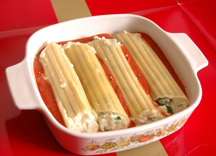 Manicotti stuffed with spinach and ricotta