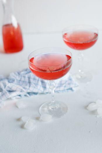 Sparkling Pear, Cranberry & Vodka cocktails | Recipe
