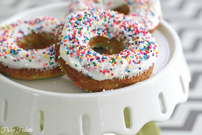 Green Velvet Baked Sprinkle Donuts-I bet I could swap out: Truvia ...