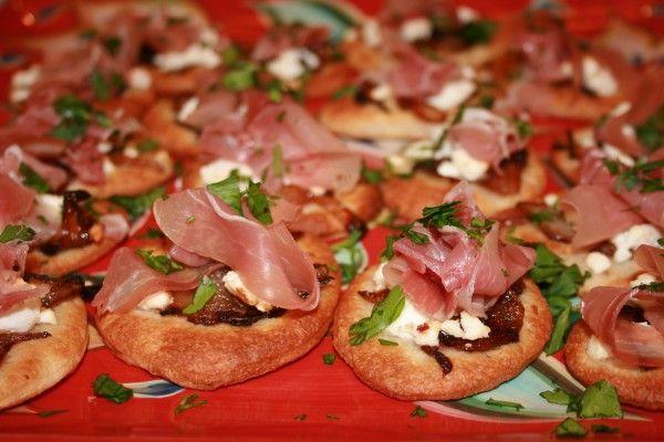 Mini Pizza w/caramelized onions, goat cheese & prosciutto