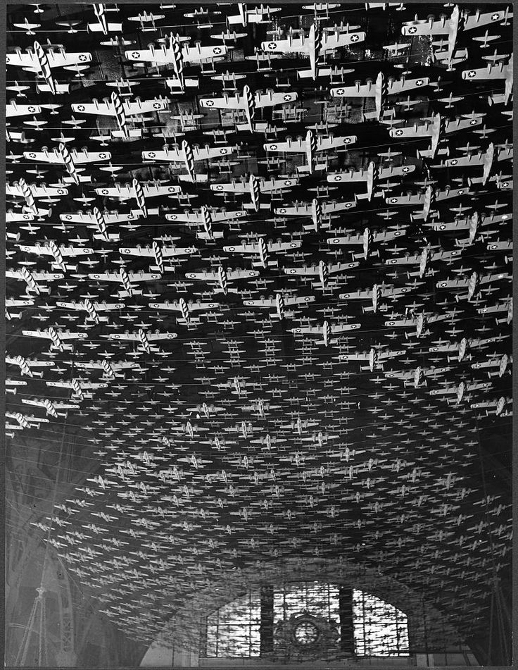Delano, Jack, photographer. Chicago, Illinois. Model airplanes decorate the ceiling of the train concourses at Union Station. 1943 Feb.