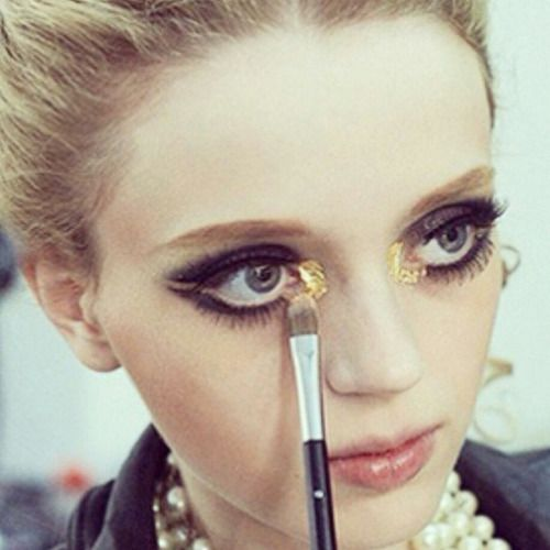 Gold flakes in the inner rims retro eye #makeup | Chanel Cruise Dubai 2015.