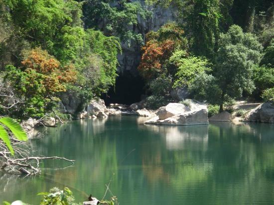 Đường vào hang động Tham Kong Lo
