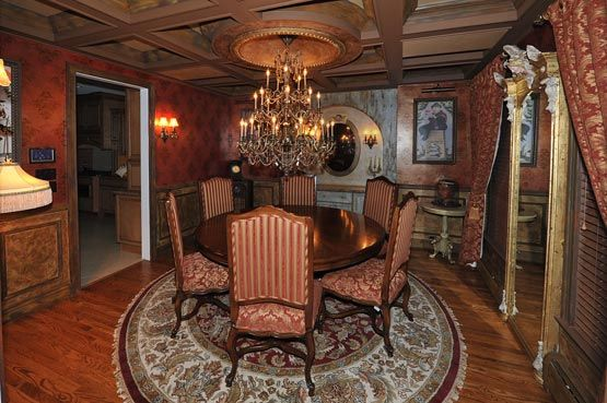 Haunted mansion theme in dining room haunted hotel for Haunted dining room ideas