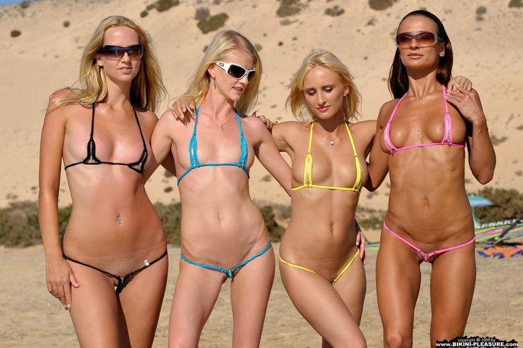 devushki-na-plyazhe-bez-bikini