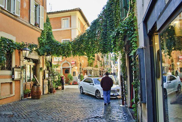 camminare a Tastervere, roma