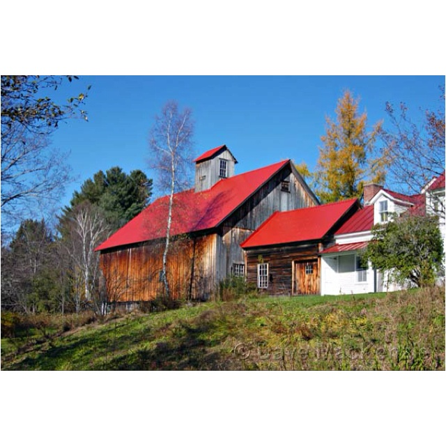 Love The Red Roof Exterior House Colors And Siding Pinterest