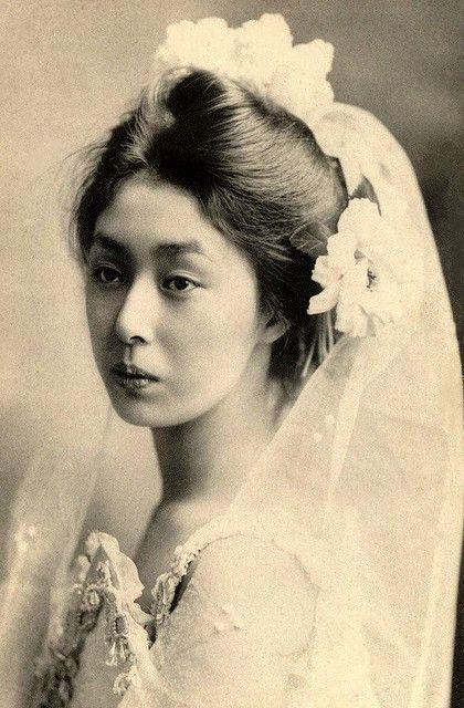 I love vintage bride pictures