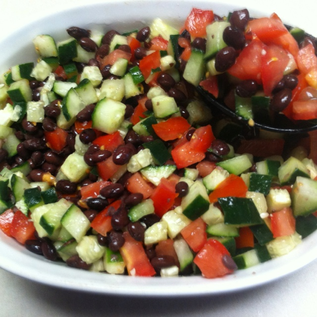 Black bean, cucumber, and tomato salad:) | Things I Like | Pinterest