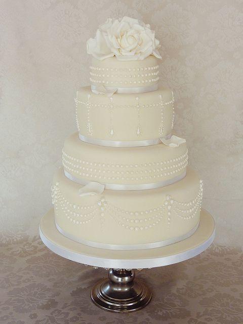 Tiffany Piped Pearl cake by Mina Magiska Bakverk (My Magical Pastries), via Flickr