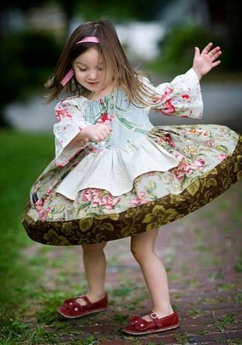 """""""Hoje dia perfeito para : tomar um banho de felicidade, vestir a roupa do desapego, perfumar-se com bom humor, se maquiar com sonhos, pra ir na festa da vida, tomar uma boa dose de amnésia e dançar com o amor próprio."""""""