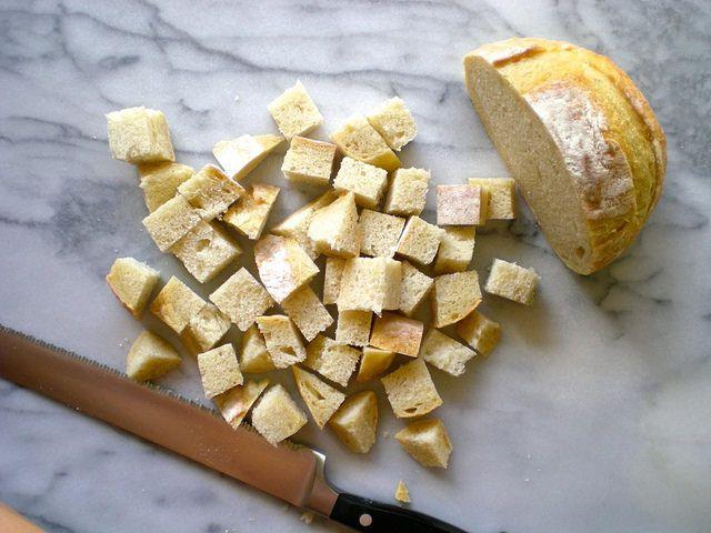 Easy Garlic Herb Croutons - so much better homemade! SimplePairings ...