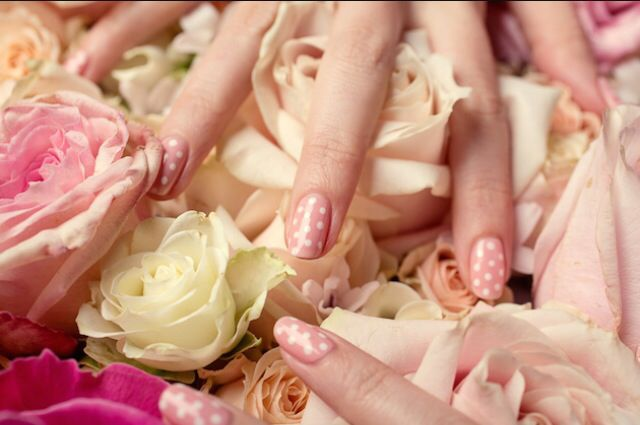 Pink and White Polka Dot Nails with soft colored roses #flowers #