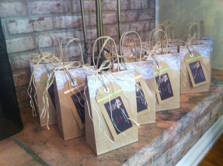 Ideas For Wedding Gift Bags : Wedding gift bag display Mason Jar Wedding Favors Pinterest