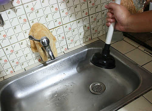 how to clear a clogged drain with vinegar