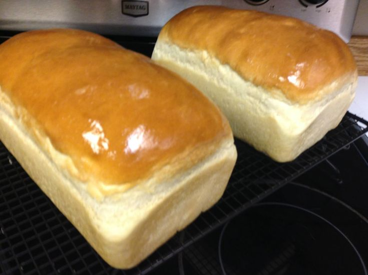Amish White Bread recipe and tutorial I make this weekly, makes the ...