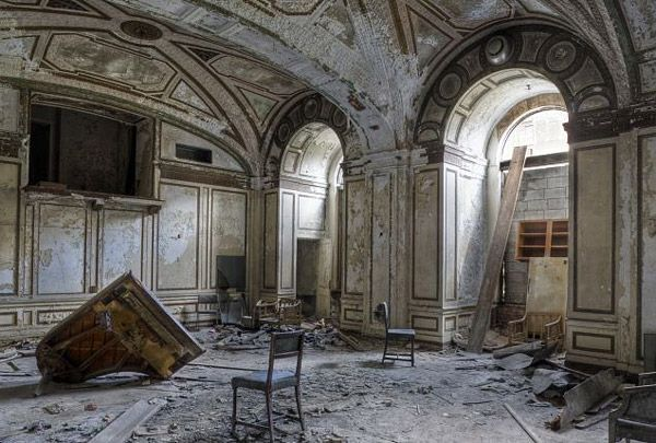 inside abandoned buildings photography - photo #23