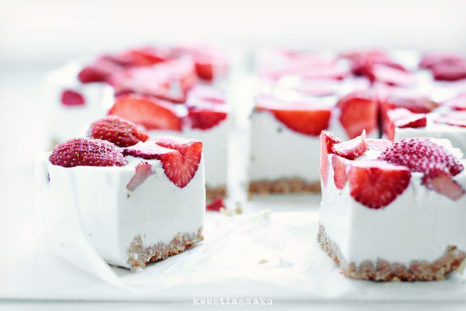 Cold Coconut Cheesecake with Strawberries | Cheesecake | Pinterest