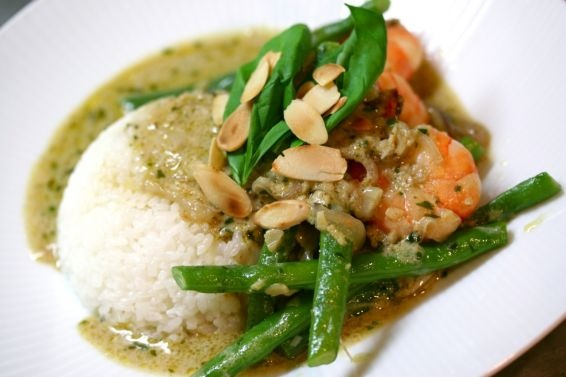 Thai Green Curry with Basil & Almonds (Shrimp, Garlic, Ginger, Green ...