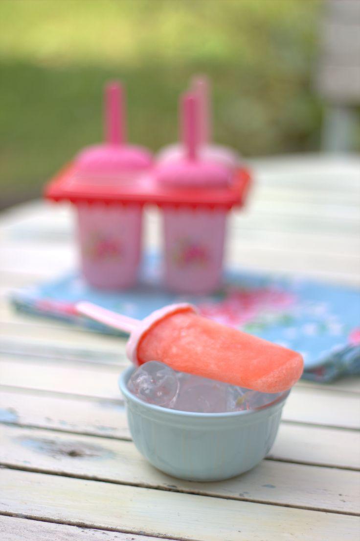 Strawberry Lemonade Ice Pops/Popsicles on Like Mam Used to Bake