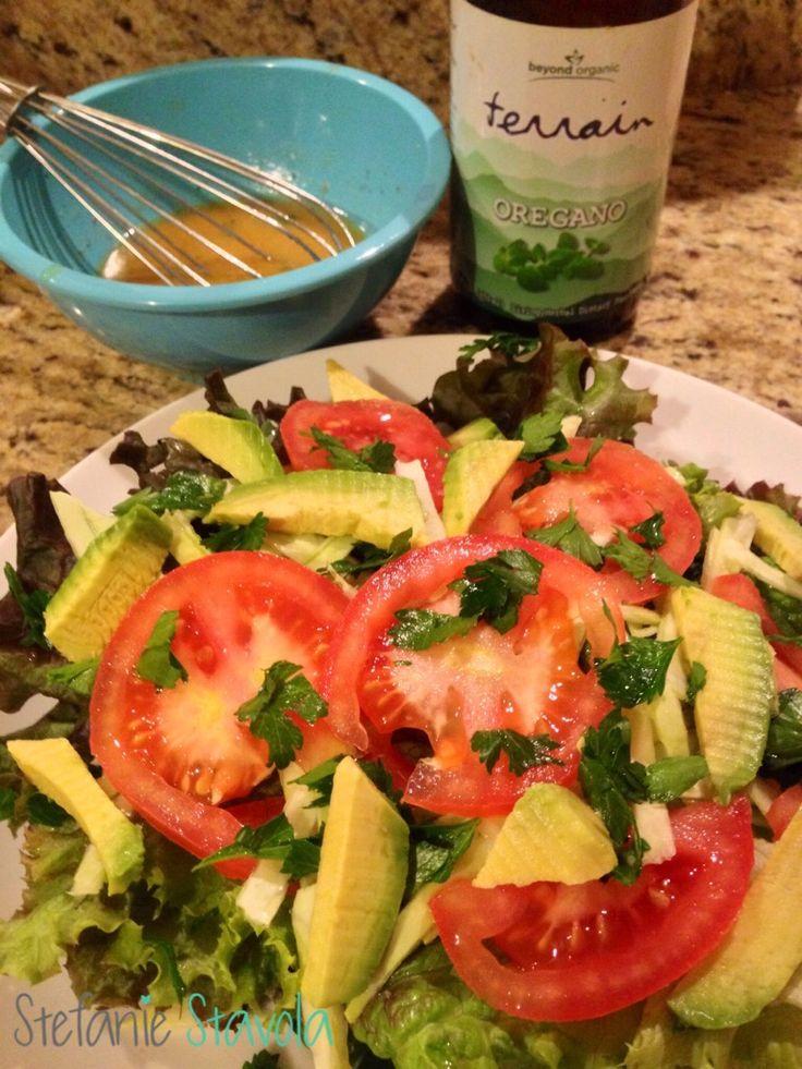 Vegan Tomato, Cabbage, & Avocado Salad with Red Wine-Dijon Vinaigrette ...