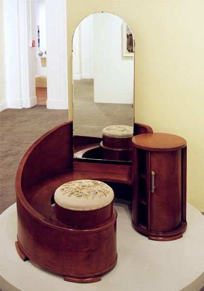 Art deco dressing table, how cool is this