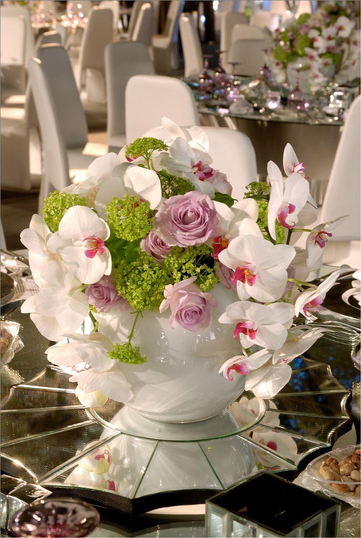 Dinner table floral centerpiece memorable weddings for Dinner table flowers