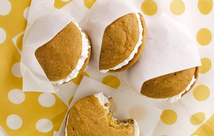 Pumpkin Whoopie Pies with Maple-Marshmallow Cream Filling - Bon ...