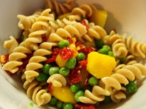 whole grain rotini, mango, peas, sun dried tomato (plant based, vegan)