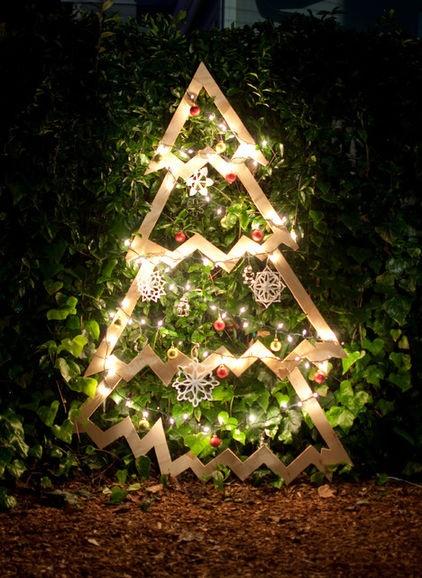 Diy outdoor christmas tree christmas for Plywood christmas tree