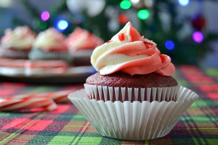 Red & Green Velvet Cupcakes with Peppermint Swirl Frosting - http ...