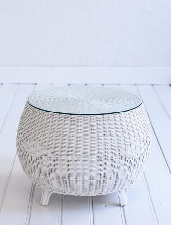 Round coffee table white wicker White wicker coffee table